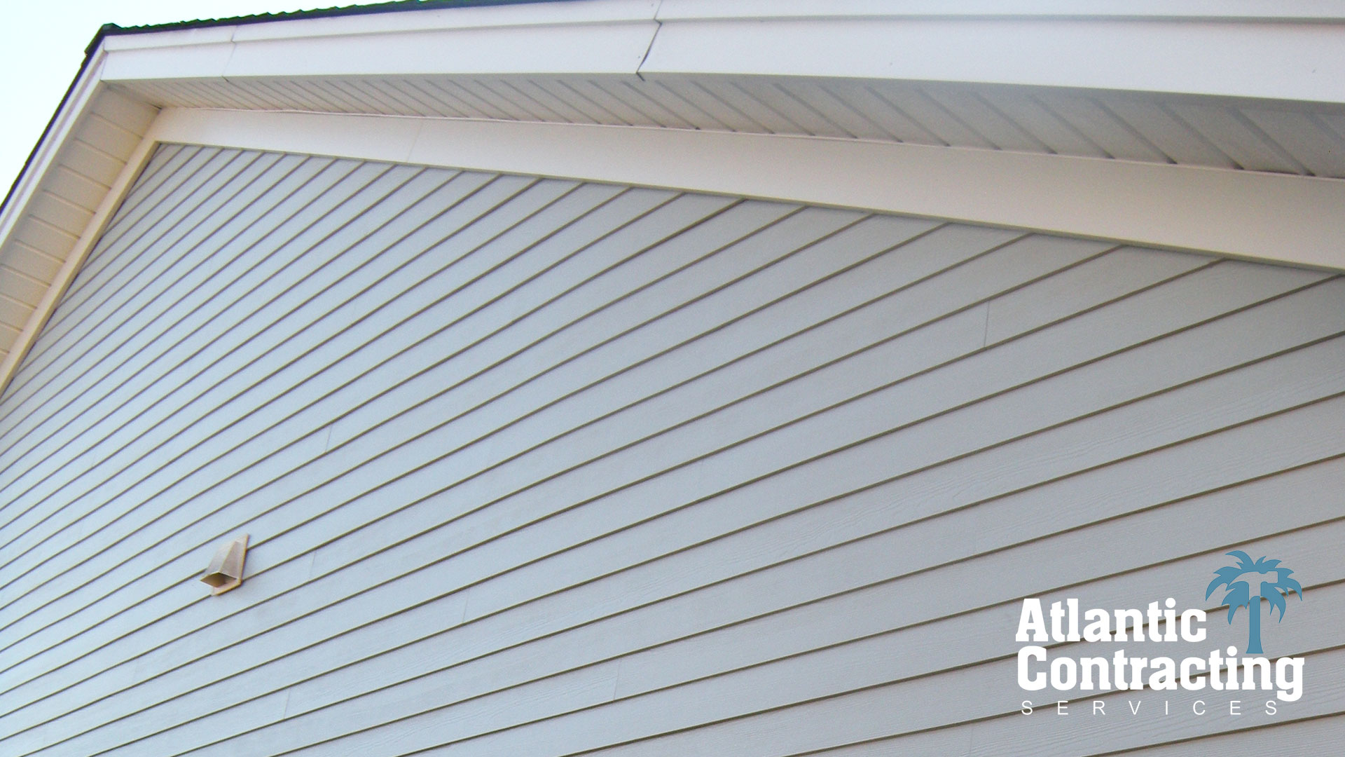 James Hardie Siding Contractor, Myrtle Beach : We Replaced Old Vinyl Siding with HardiPlank Siding